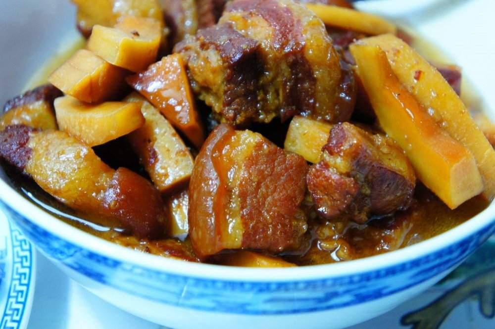 THỊT BA CHỈ KHO NƯỚC DỪA+Sườn cốt lết rim+Xíu mại sốt cà chua