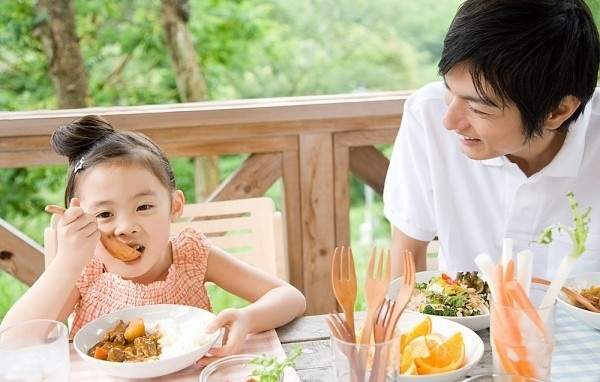 Chế độ dinh dưỡng cho trẻ tiểu học