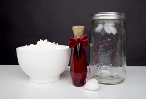 Cách làm phấn thơm khử mùi hôi nách từ bột ngô