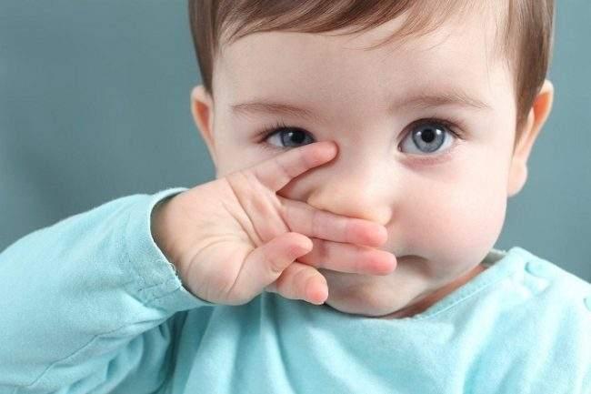 Mẹ có con bị sổ mũi kéo dài phải làm sao?