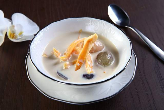 Chè trôi nước sữa dừa thanh mát